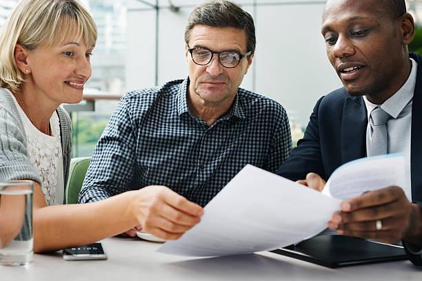 business discussion talking deal concept - pensionati lavoratori foto e immagini stock