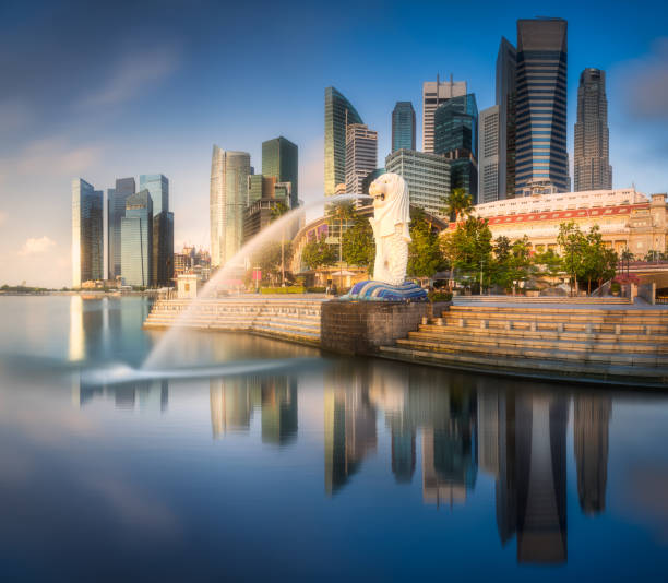 Business district and Marina bay in Singapore SINGAPORE, May 13 2015 : iew of business district, Marina bay skyline and The Merlion fountain and Singapore skyline. merlion statue stock pictures, royalty-free photos & images