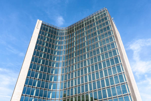 Business district of Amsterdam Financial building at the financial district of Amsterdam kantoor stock pictures, royalty-free photos & images