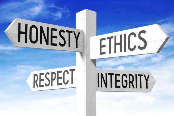 éthique des affaires - panneau en bois - honnêteté photos et images de collection