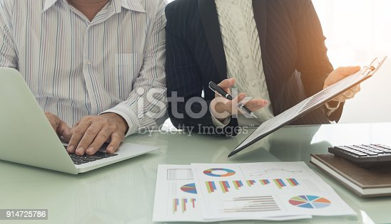 675825950 istock photo business financial meeting 914725786