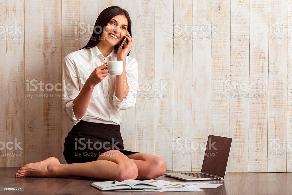 Девочка и гаджет бизнес стоковое фото
