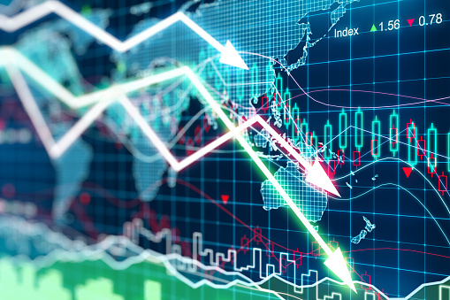 istock Business graph with arrows tending downwards 503640774