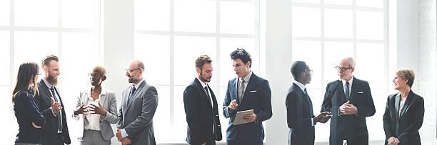 business gruppe treffen diskussion arbeiten konzept der strategie - fensterfront stock-fotos und bilder