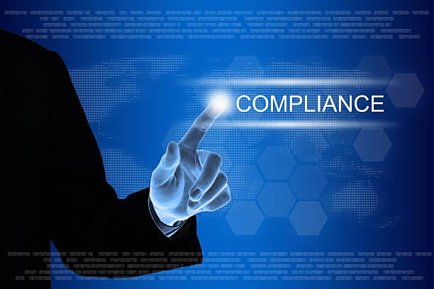 business hand auf compliance-Taste auf touch-screen – Foto