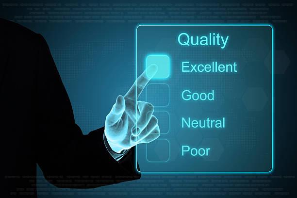 business hand auf Qualität feedback auf Touchscreen – Foto