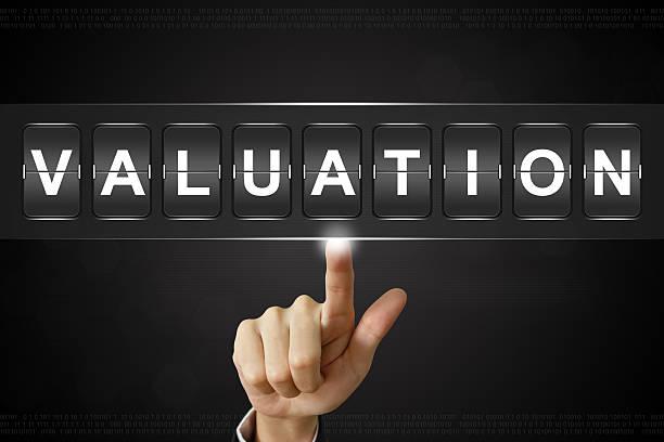 business hand auf Valuation auf Flipboard – Foto