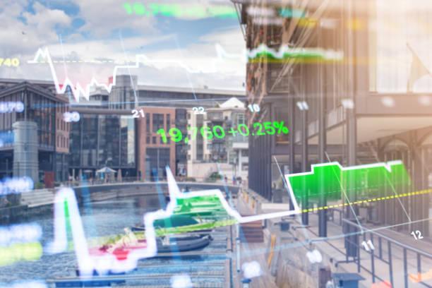 zakelijke investeringen thema stockmarket oslo stad noorwegen straat scène met mensen achtergrond - oslo city hall stockfoto's en -beelden