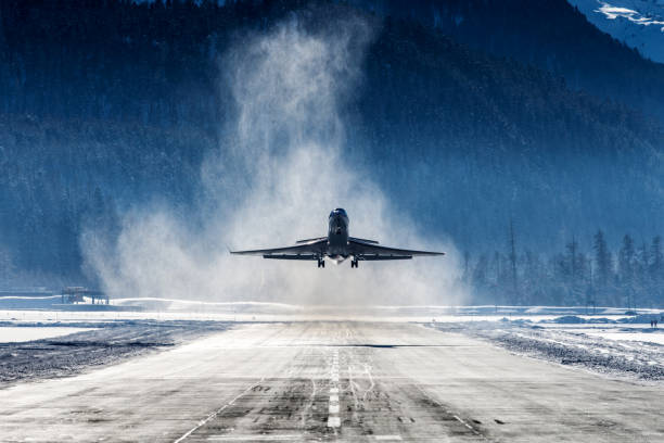 Business Jet Business Jet departing a snowy airfield aerospace industry stock pictures, royalty-free photos & images
