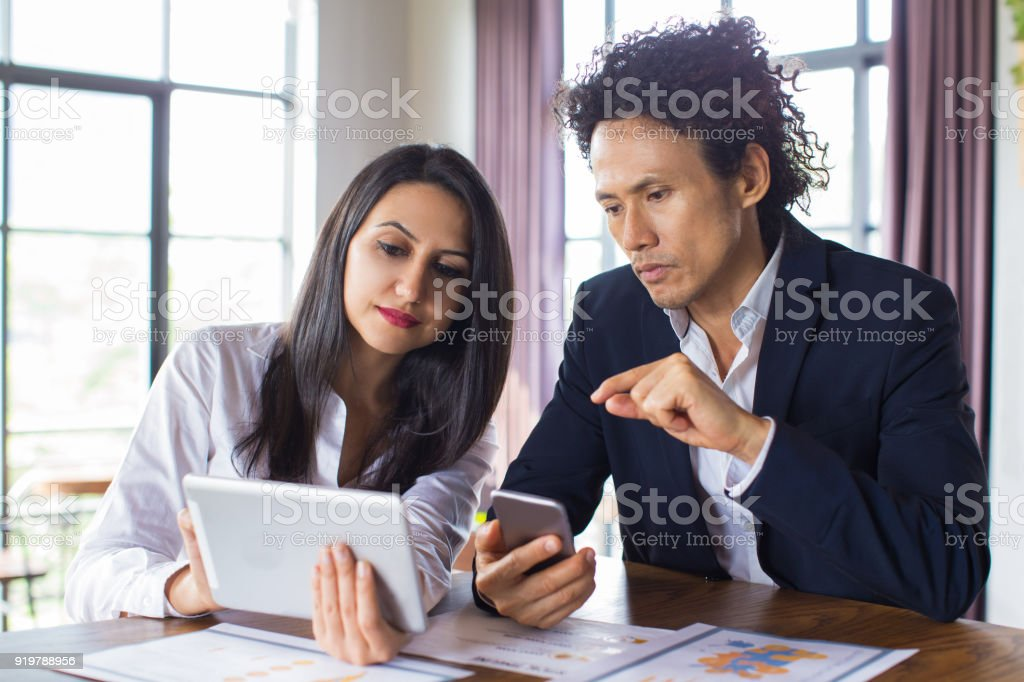 Business lady showing her idea to investor - Royalty-free Adult Stock Photo