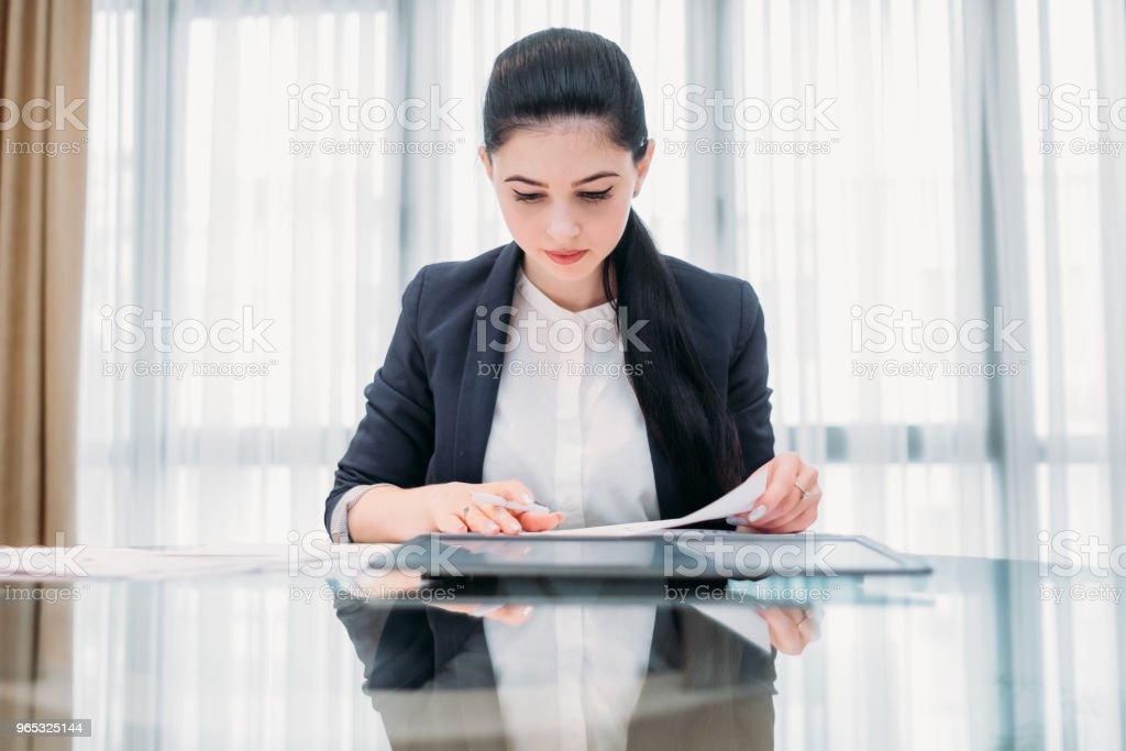 business lady work manager documents office zbiór zdjęć royalty-free