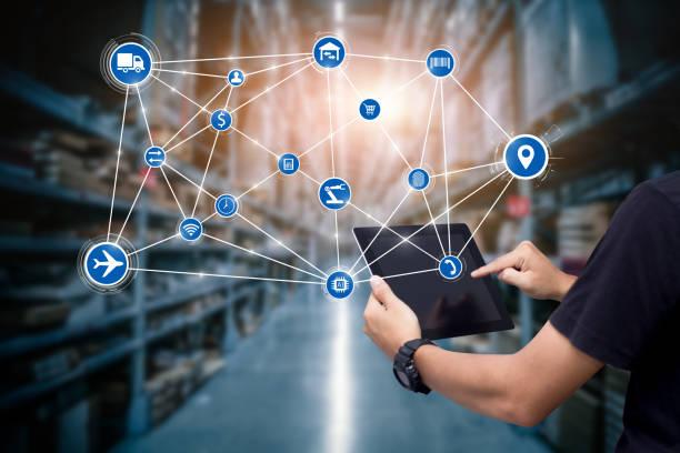 business logistiek technologie concept - distributie magazijn stockfoto's en -beelden