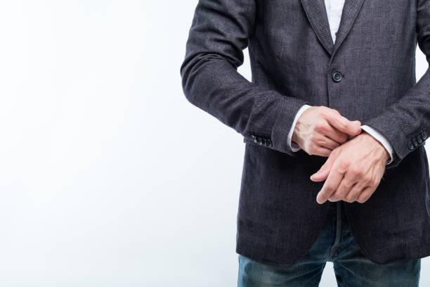 スリーブ成功自信を調整するビジネスの男性 - ジャケット ストックフォトと画像