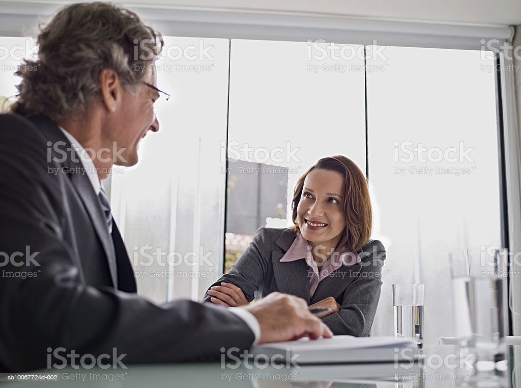 Business man and woman talking at table 免版稅 stock photo