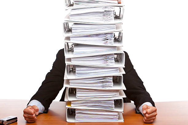 ビジネスの男性が書類を押す(フォルダ - 豊富 ストックフォトと画像