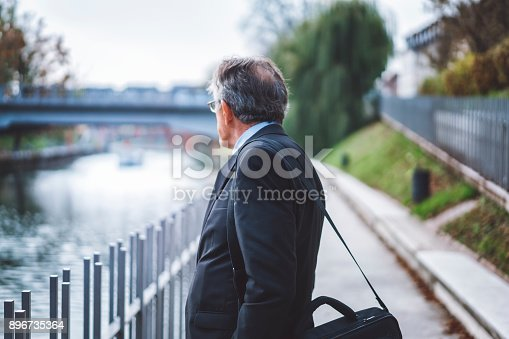 istock Business man on his lunch-break 896735364