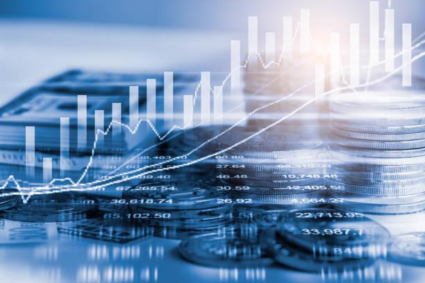 Geschäftsmann am Aktienmarkt finanzielle Handel Indikator Hintergrund. Mann-Analyse finanzieller Handel Börsenindizes auf LED. Doppelbelichtung von Business Mann Handel am Aktienmarkt Finanzkonzept. – Foto