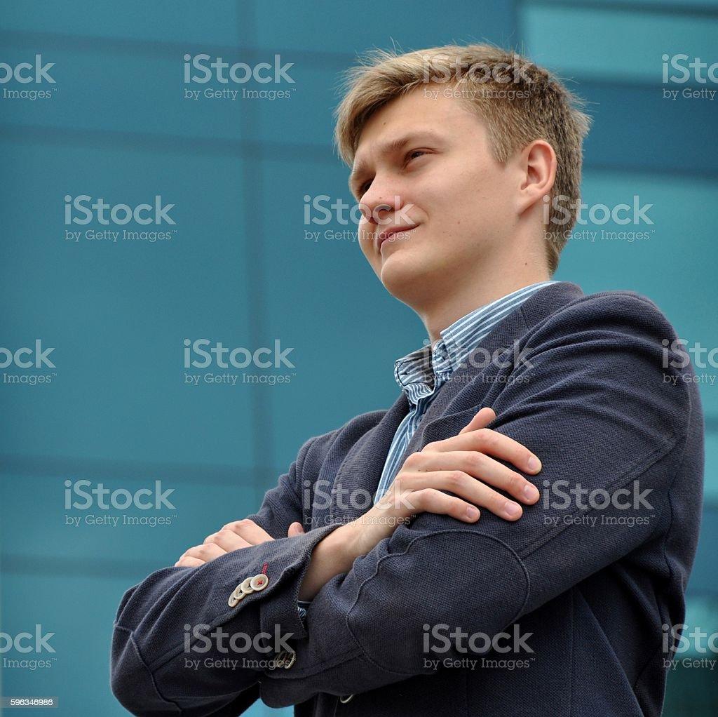 Business man on the background of a modern building Lizenzfreies stock-foto