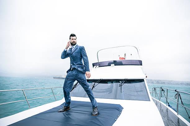 Business Mann auf yacht im Regen in Istanbul – Foto