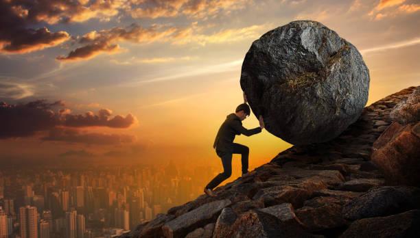Business-Mann schieben große Stein bis Hill, schwere Aufgaben und Probleme-Konzept. – Foto