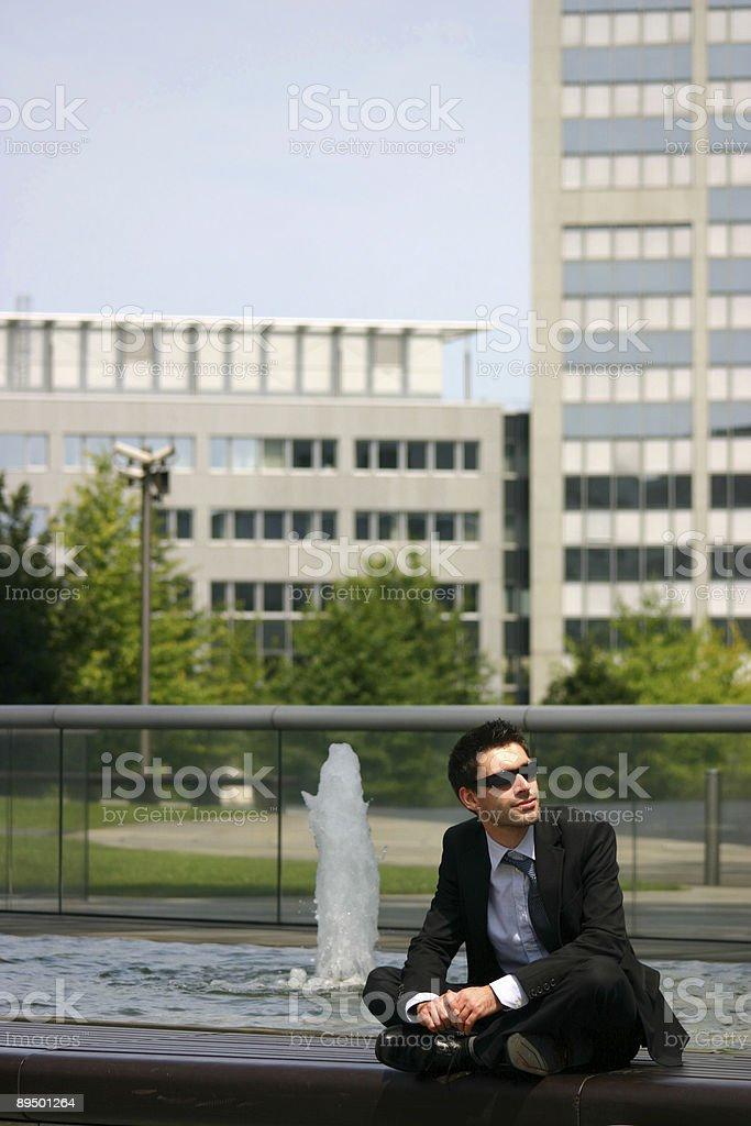 Uomo d'affari rilassante foto stock royalty-free