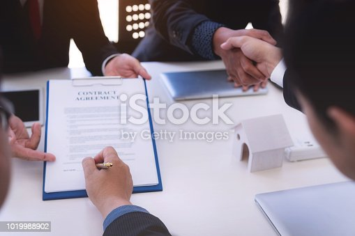 638881988istockphoto Business man signing contract for new owner of house. Real estate broker sell house. 1019988902