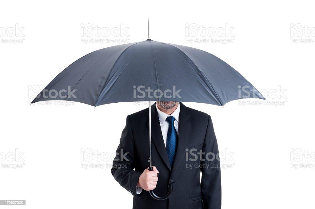 Homem de negócios com um guarda-chuva aberto - fotografia de stock
