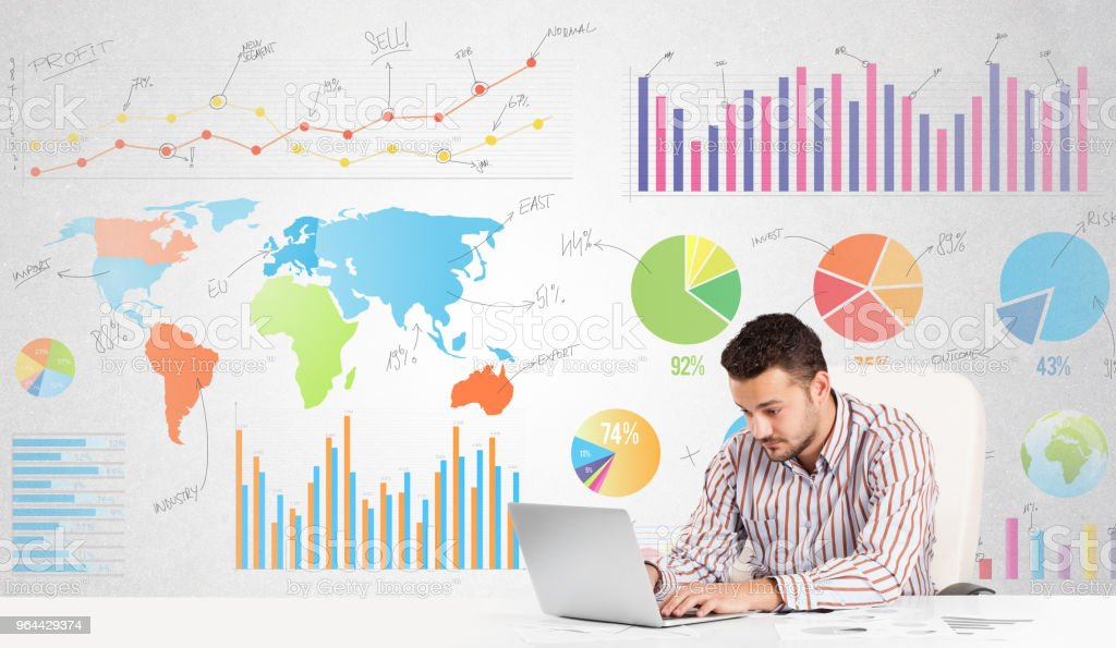 Zakenman met kleurrijke grafieken - Royalty-free Bedrijfsleven Stockfoto