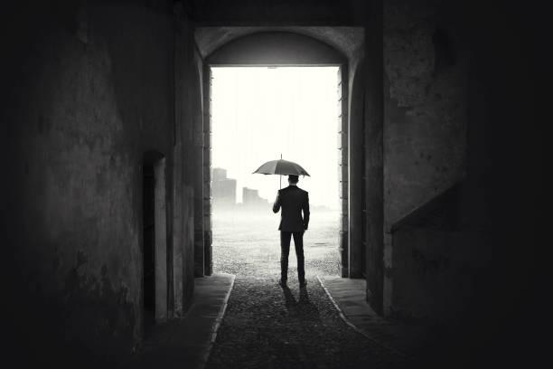 business man with umbrella waiting stop raining - homem chapéu imagens e fotografias de stock