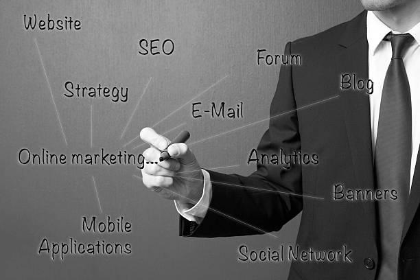 Biznes człowiek piśmie Online koncepcja marketingu. – zdjęcie