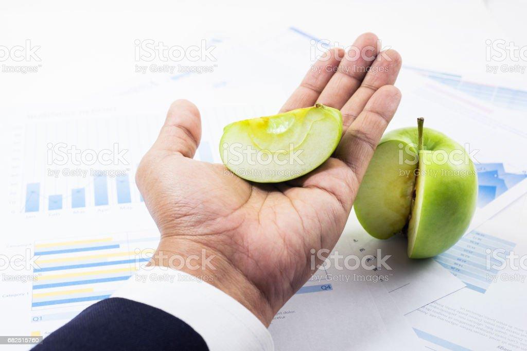 Concept de part de marché commercial avec l'homme d'affaires et de pomme verte. photo libre de droits