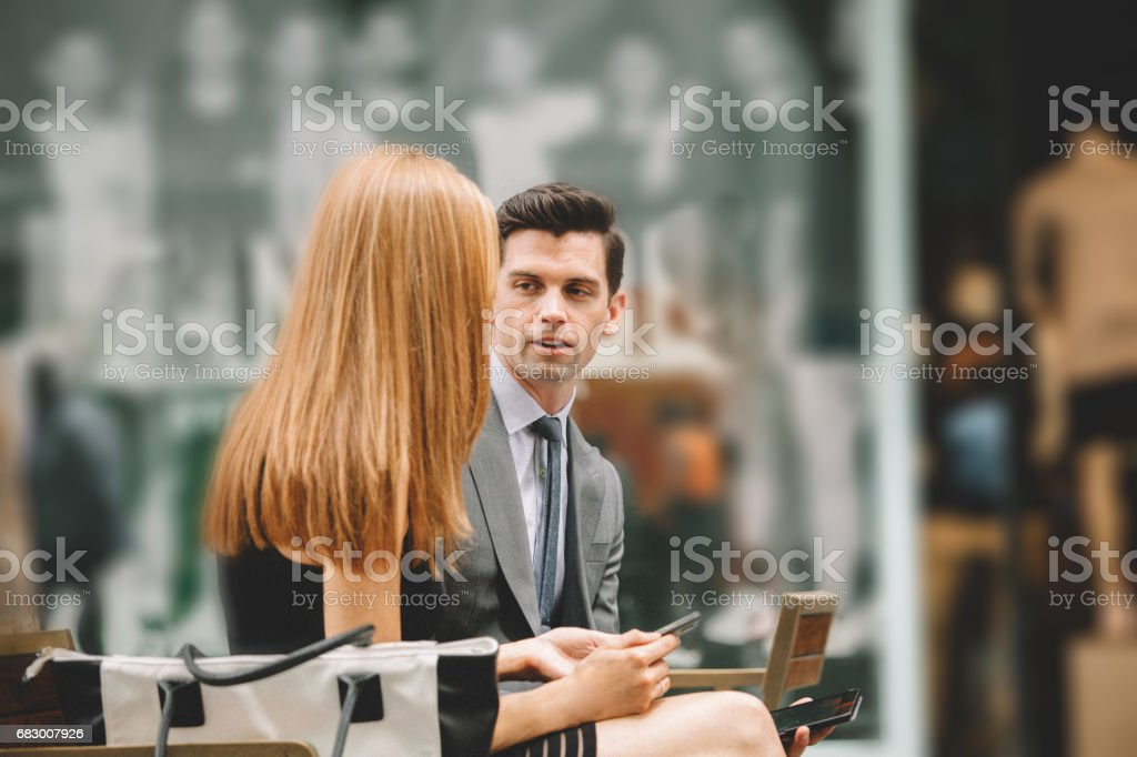 business meeting outdoors foto de stock royalty-free