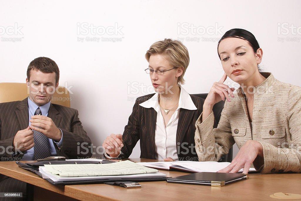 ビジネスミーティングの準備-2 、1 人の女性 - インタビューのロイヤリティフリーストックフォト