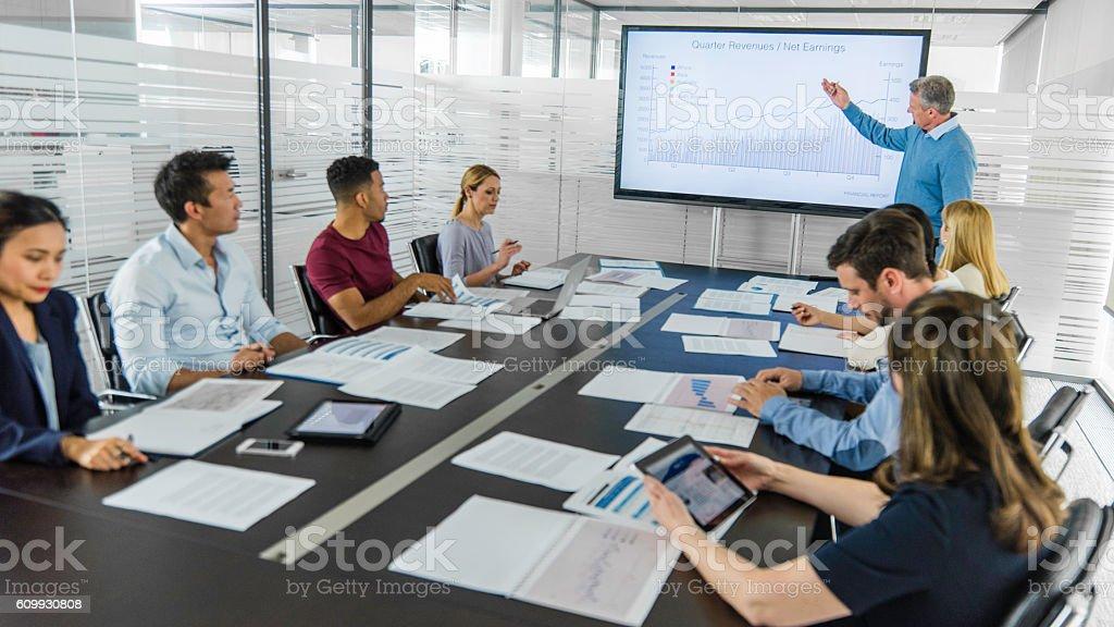 Reunião de negócios com apresentação - foto de acervo