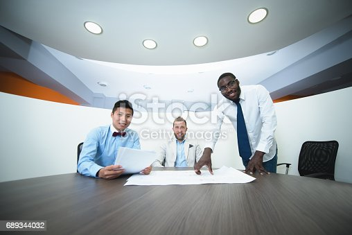 istock Business men talking casually in the work pen 689344032