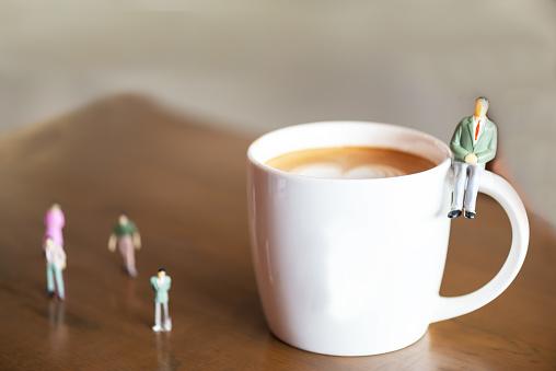 Business Miniatyr Gruppen Affärsman Och Kaffe Investeringar Och Affärsidé-foton och fler bilder på Affärsman