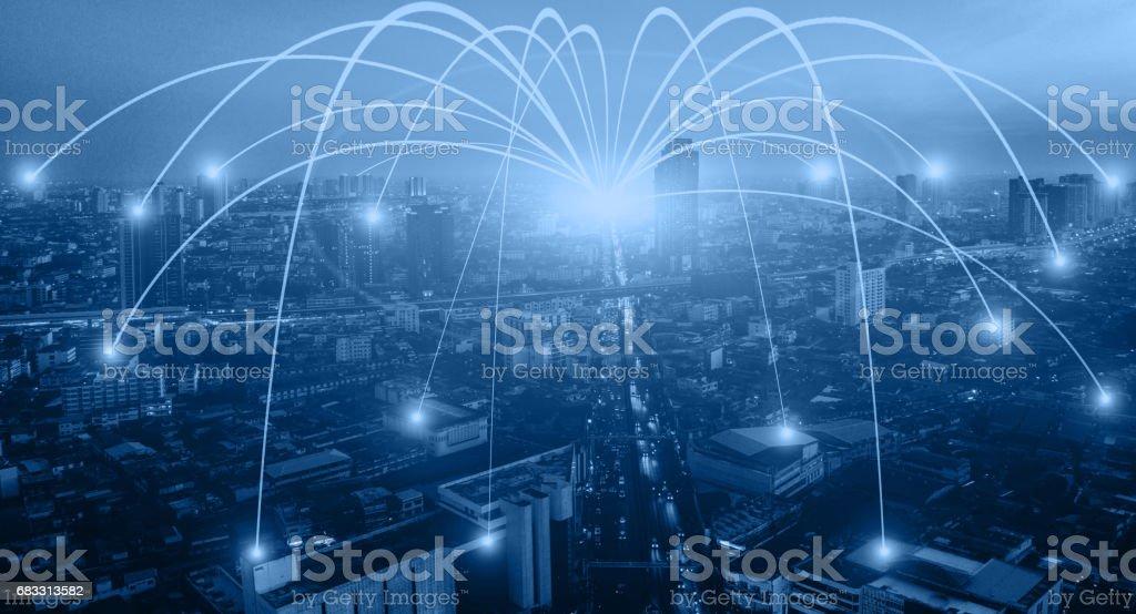 Zakelijke netwerken verbinding concept en Wi-Fi in de stad. Mededeling van de technologie, de draadloze communicatie, High Speed Internet, glasvezel, achtergrond vervagen gebouw in de hoofdstad royalty free stockfoto