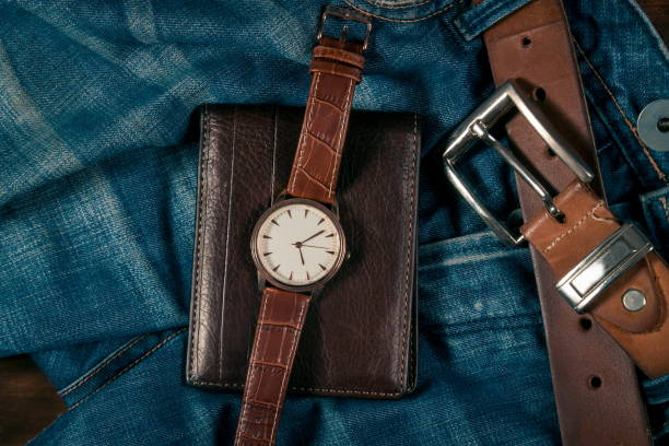 business objects und jeans - leder portemonnaie herren stock-fotos und bilder