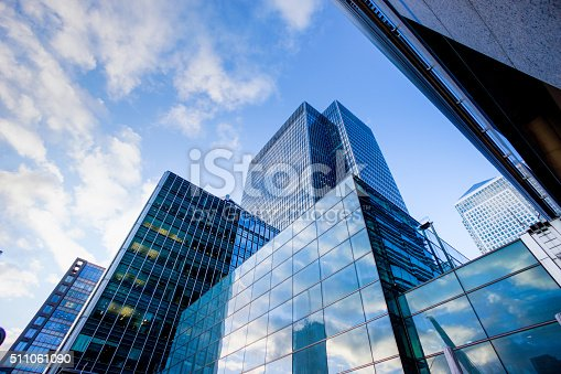 istock Business office building in London, England 511061090