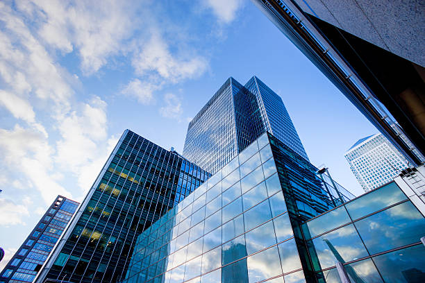 edifício de escritórios comerciais em londres, inglaterra - arranha céu - fotografias e filmes do acervo