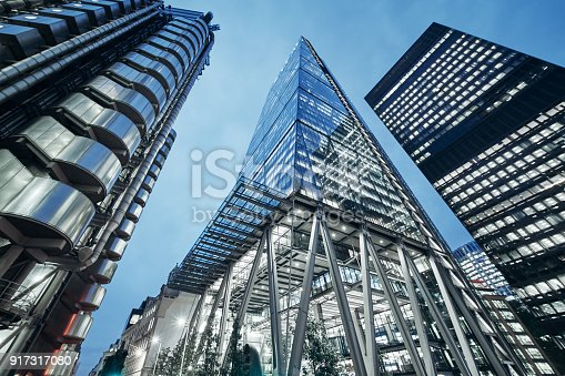 istock Business office building in London, England 917317080