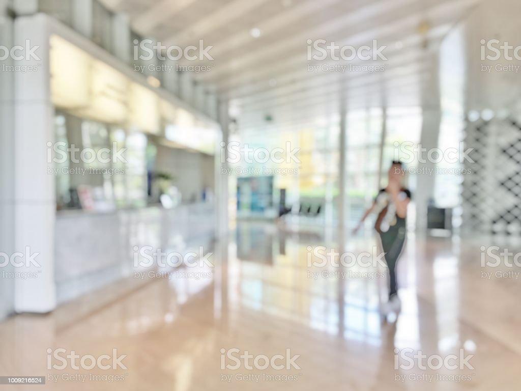 Lobby de escritório empresarial desfocar fundo de banco recepção salão do cliente ou paciente serviço de balcão e caixa secretária dentro embaçada hospital, escritório ou hotel salão de espera com janela de vidro parede - foto de acervo