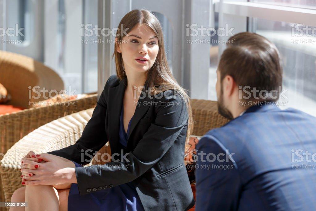 Geschäftspartner in der Pause im Gespräch – Foto