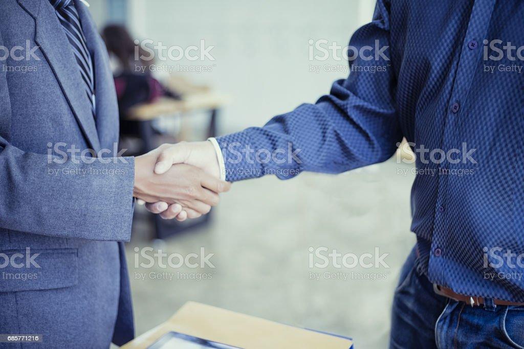 Business partnership handshake successful, Business success concept foto de stock libre de derechos