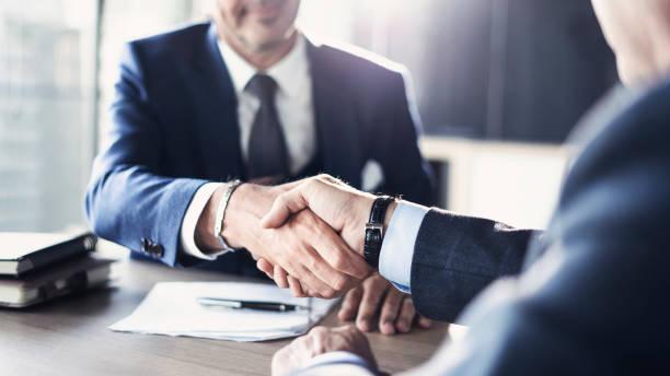 Treffen der Geschäftspartnerschaft im Büro – Foto