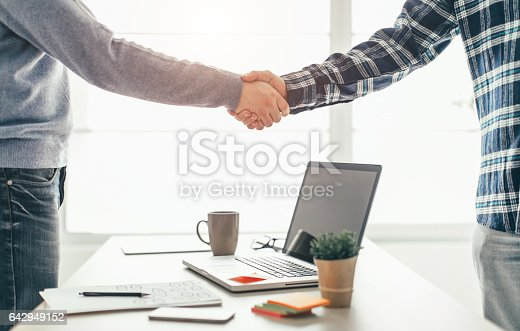 istock Business partnership meeting 642949152