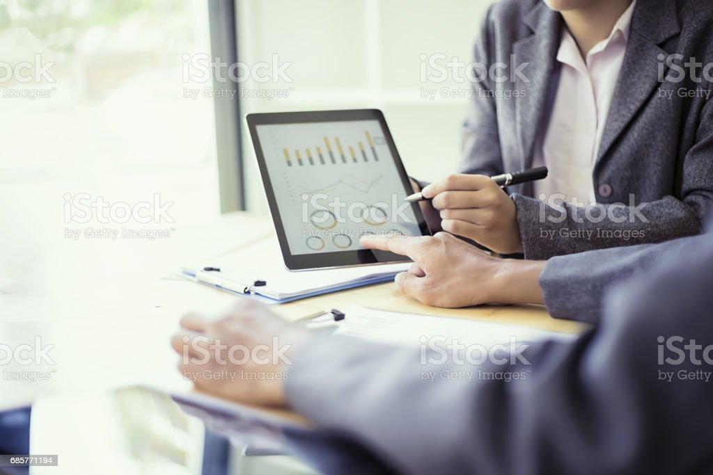 Business people analyzing investment charts with teblet in meeting room, Accounting concept – Foto