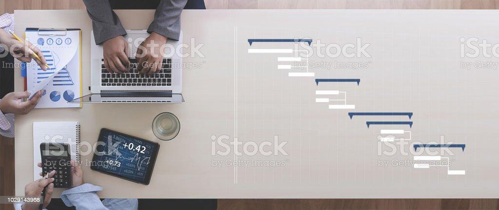 Geschäft Leute Analyse Projektmanagement Gantt-Diagramm aktualisieren – Foto