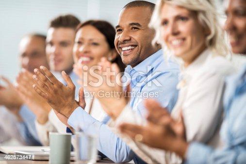 497183120 istock photo Business people applauding. 462573447