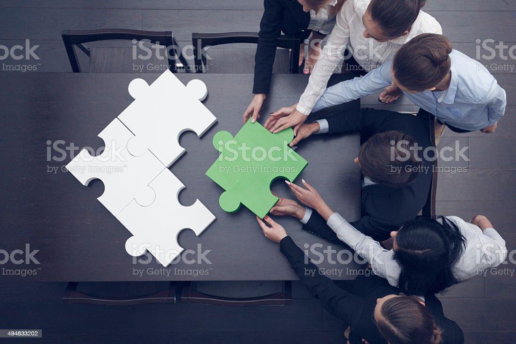 Montage puzzle und Business Personen – Foto